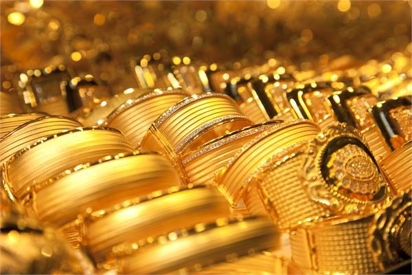 सोना मजबूत-चांदी लुढ़की,जानिए क्या है आज के दाम