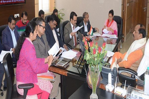 CM ने लघु और कुटीर उद्यम बोर्ड के अधिकारियों के साथ की बैठक