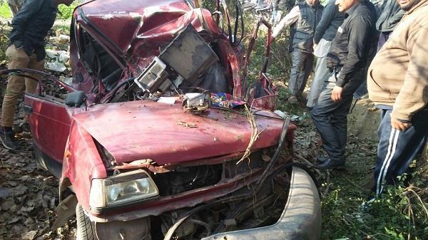 बेकाबू होकर पेड़ से टकराई कार,4 की मौत