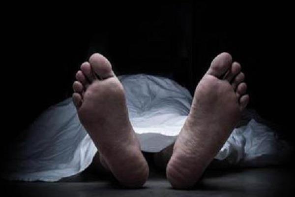 ट्रेन की चपेट में आने से गैंग मैन की मौत, कर्मियों का प्रदर्शन