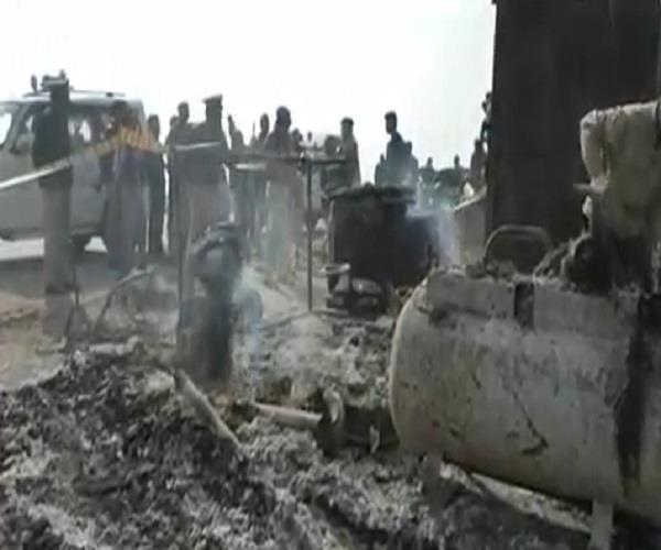 संदिग्ध परिस्थितियों में चाय की गुमटी में लगी आग, अज्ञात युवक की जलकर मौत