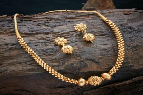 सोना 25 रुपए टूटा, चांदी की कीमतों में बड़ी गिरावट