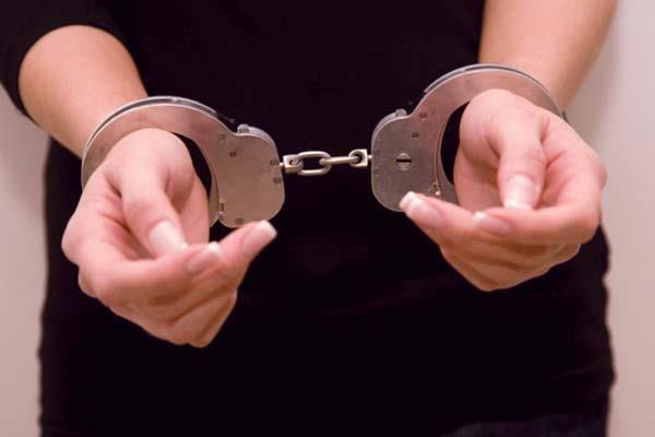लड़का होने की दवाई देने वाली महिला गिरफ्तार, घर से देसी दवाइयां बरामद