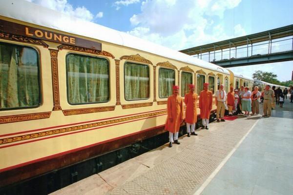 अंतर्राष्ट्रीय पर्यटकों को लुभाने में नाकाम शाही रेलगाड़ियां, कमाई घटी