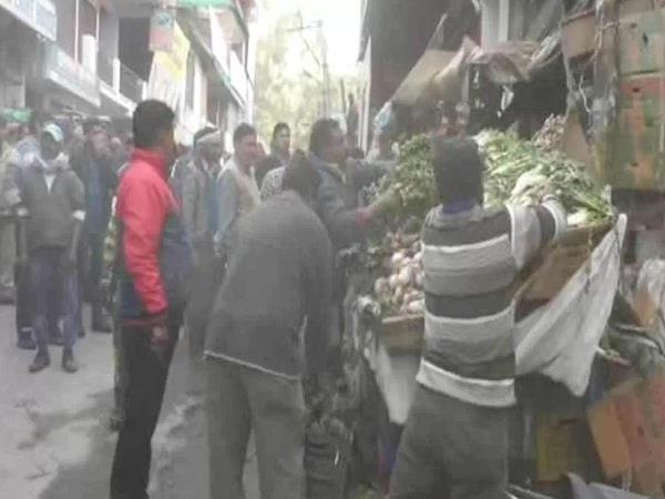 अतिक्रमण पर सख्त हमीरपुर नगर परिषद, दुकानों का समान जब्त कर कार्रवाई की