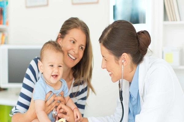 नवजात शिशु के लिए बड़े फायदेमंद होते हैं दादी-नानी के नुस्खे