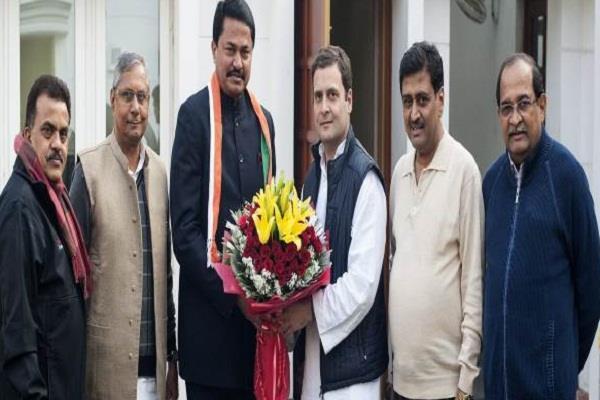 महाराष्ट्र बीजेपी सांसद नाना पटोले पार्टी छोड़ कांग्रेस में हुए शामिल