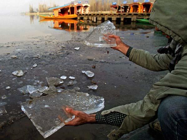 ठंड से जम गया कश्मीर, करगिल में माइनस 23 डिग्री पहुंचा पारा