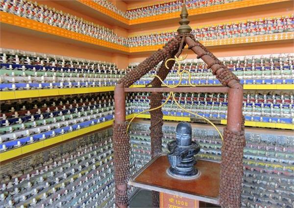 जंगमवाड़ी मठ: यहां पूर्वजों की मुक्ति के लिए होते है शिवलिंग दान