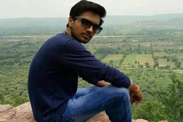 मरा हुआ मान चुका था परिवार, गहरी खाई से गिरने के बाद जिंदा लौटा छात्र