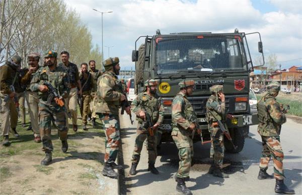 श्रीनगर के एचएमटी में सुरक्षाबलों की गोलीबारी में दो घायल
