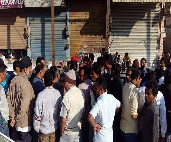 देवरिया में व्यापारियों ने किया प्रदर्शन