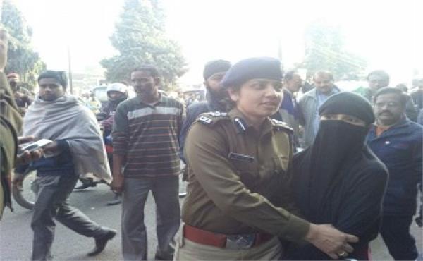 मेरठ SSP ने 6 होटलों पर जिस्मफरोशी की शिकायतों को लेकर मारा छापा, सूचना हुई लीक