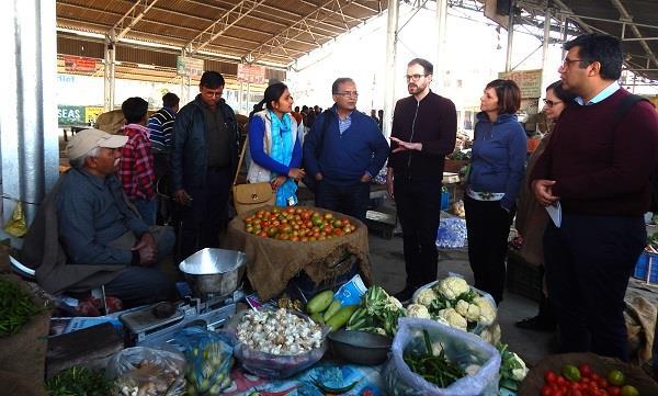 विदेशी मेहमानों को भा गई घरौंडा की सफाई व्यवस्था, सब्जी मंडी का किया निरीक्षण