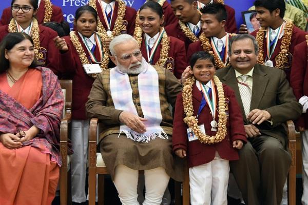 PM मोदी ने बहादुर बच्चों को वीरता पुरस्कार से किया सम्मानित