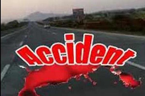 सड़क दुर्घटना में 2 महिलाओं की मौत