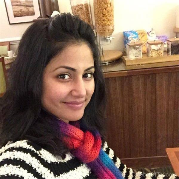 बिना मेकअप के एेसी दिखती हैं Hina Khan, देखें तस्वीरें
