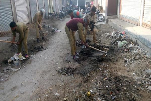 खबर प्रकाशित होने के बाद जागा पालिका प्रशासन,शुरू हुआ सफाई कार्य