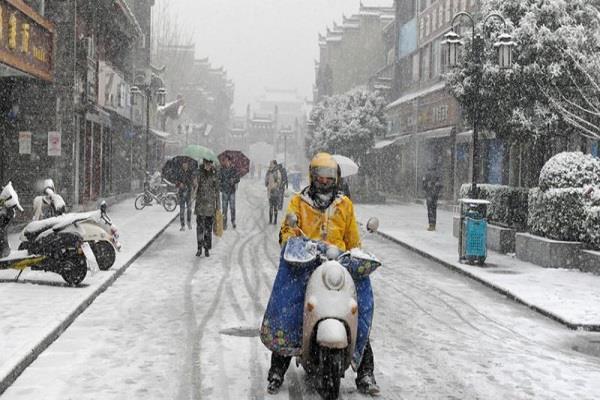 चीन में भारी बर्फबारी से 21 लोगों की मौत