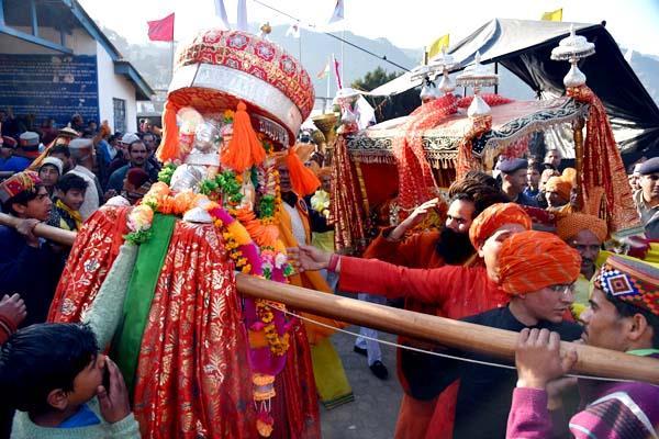 शिवरात्रि महोत्सव के दूसरे दिन धूमधाम से निकली राजदेवता माधोराय की जलेब