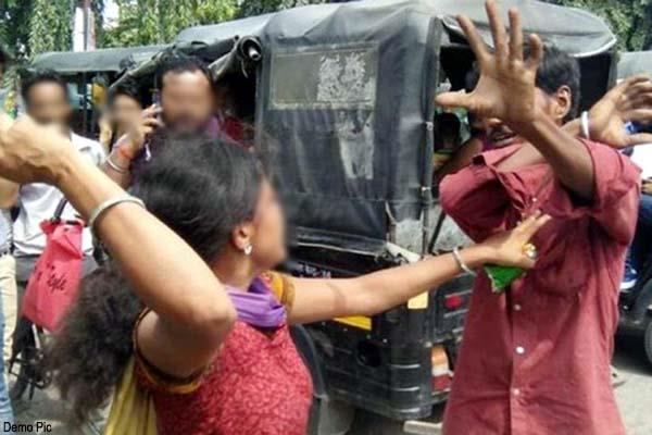 बस में सवार महिलाओं व युवतियों से छेड़खानी पड़ी महंगी, लोगों ने ऐसे उतारा आशिकी का भूत