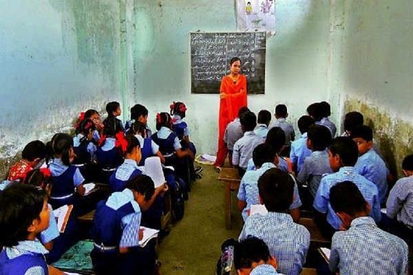 हिमाचल के सरकारी स्कूलों में दाखिलों में आ रही गिरावट
