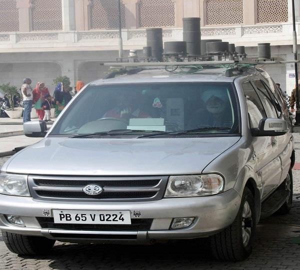 तेज रफ्तार ट्राले ने मारी केन्द्रीय वित्त मंत्री के काफिले में चल रही जैमर गाड़ी को टक्कर
