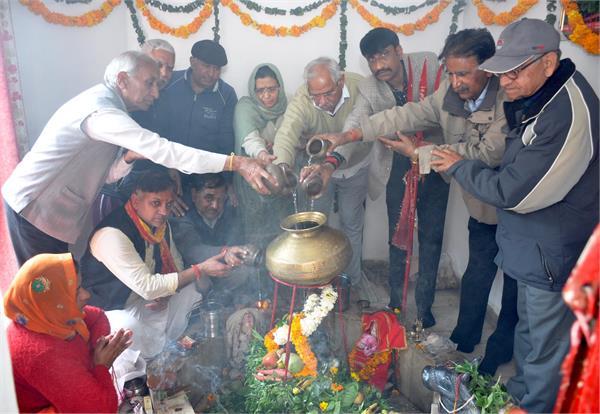 महाशिवरात्रि : हर-हर महादेव व भोलेनाथ के जयकारों के साथ गूंजे शिवालय, देखें तस्वीरें