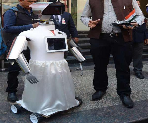 यूपी इन्वेस्टर्स समिट: निवेशकों की खातिरदारी करेगा खास रोबॉट, समझ सकता है 3 भाषाएं