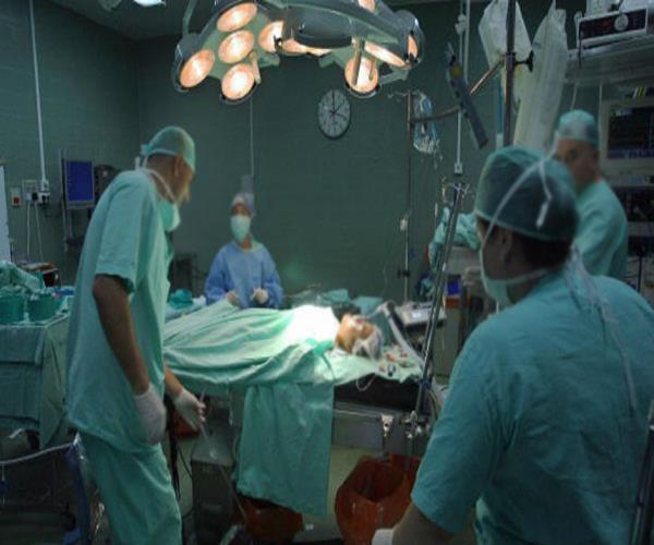 डिलीवरी के लिए आई महिला की ऑप्रेशन के दौरान मौत, गुस्साए परिजनों ने जमकर की तोड़फोड़