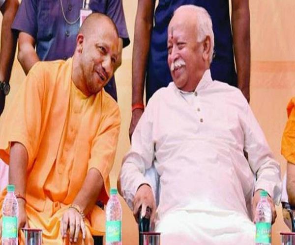 CM योगी ने संघ प्रमुख मोहन भागवत से आगरा में की मुलाकात