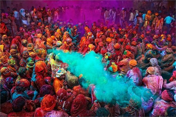 Holi Special: होली पर भारत में निभाई जाती है ये अजीबो-गरीब परंपराएं