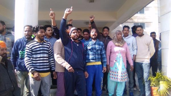 20 हजार रुपए रिश्वत भी ले ली, अब नौबत टांग काटने की आई