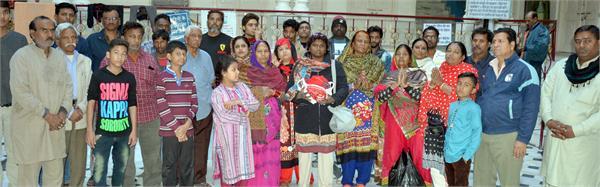 गंगा में अस्थियां प्रवाहित करने को तरस रहे 140 पाकिस्तानी हिन्दू