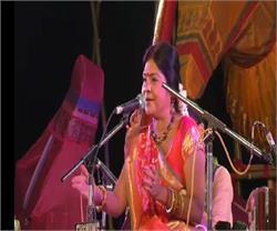 वाराणसी में आयोजित किया गया रस बनारस कार्यक्रम, मालिनी अवस्थी के गीतों ने दर्शकों को किया मनमुग्ध