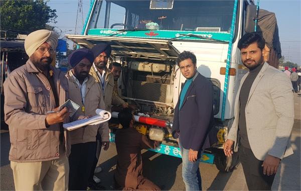 सरकारी बस चालकों को नोटिस जारी व प्राइवेट बस वालों के काटे चालान