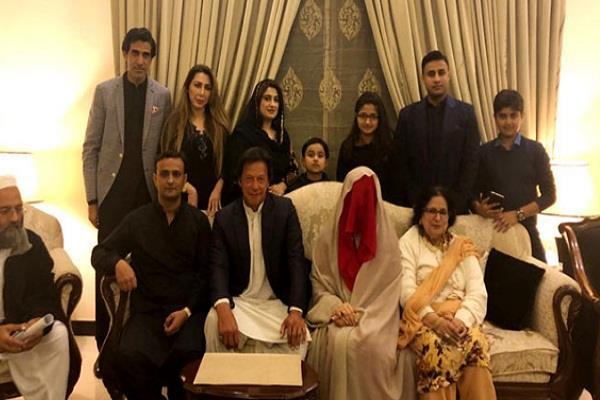 इमरान खान की नई दुल्हन को लेकर सोशल मीडिया पर हंसी-ठिठोली