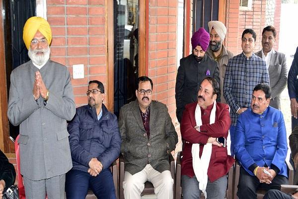 फंडों को लेकर प्रशंसा की बजाय कैप्टन सरकार कर रही केन्द्र की आलोचना : भाजपा