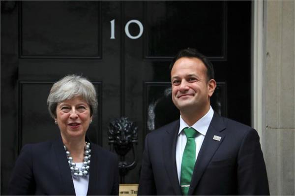 आयरलैंड में राजनीतिक संकट समाप्त करने में ब्रिटेन ने की पहल