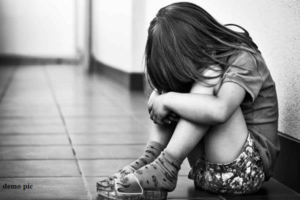 पिता की हवस का शिकार हुई बच्ची ने घर जाने से किया इंकार