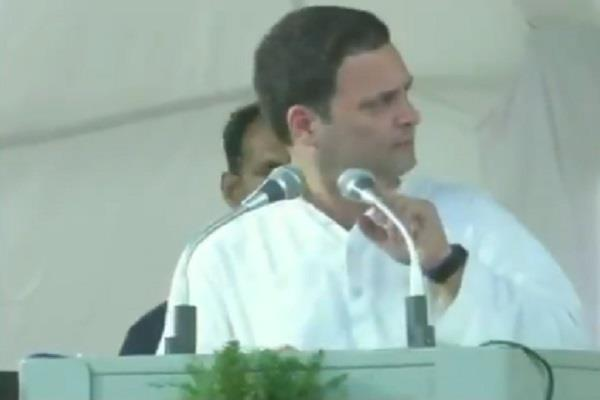 भाषण के दौरान राहुल को माइक ने दिया धोखा, लगाने पड़े स्टेज के चक्कर