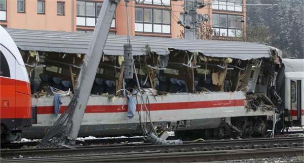 ऑस्ट्रिया में आमने-सामने टकराई दो ट्रेनें, महिला की मौत, 22 घायल