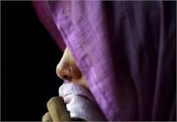 शर्मनाकः शौच के लिए खेत में गई विवाहिता के साथ गैंगरेप