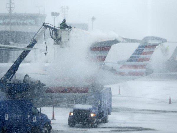 अमरीका में बर्फीले तूफान से भयंकर तबाही, 1,500 फ्लाइट्स रद्द