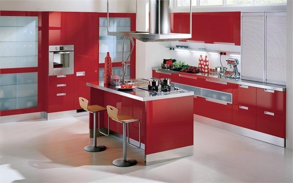 Vastu Tips: गलत तरीके से बनी किचन बिगाड़ देगी घर की सुख-शांति