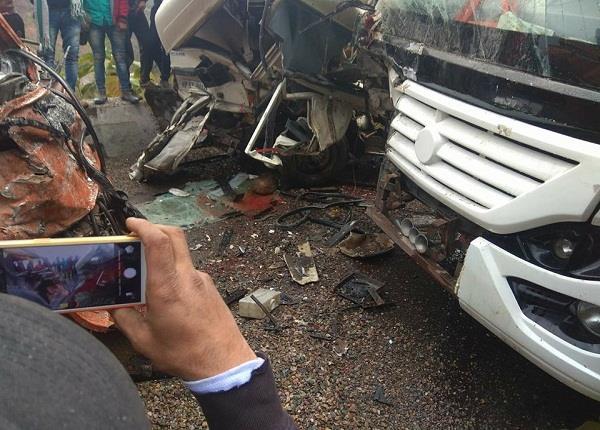 तस्वीरों में देखिए मंडी-पठानकोट NH पर हादसे का दर्दनाक मंजर, 3 की मौत