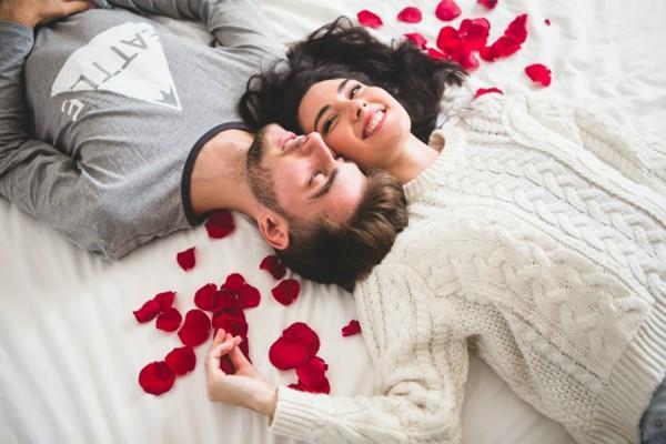 वैंलेटाइन्स डे: BEDROOM को इस तरह रखें सजाकर, लव लाइफ में बढ़ेगा प्यार