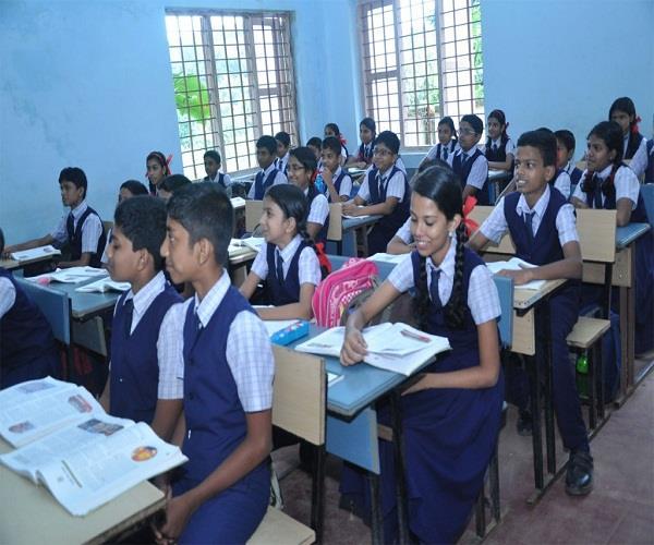 UP: स्कूलों में अब मिलेंगी 34 छुट्टियां, जन्माष्टमी सहित 16 निरस्त