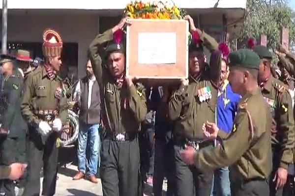 शहीद का सैन्य सम्मान के साथ हुआ अंतिम संस्कार, 17 वर्षीय पुत्र ने दी मुखाग्नि