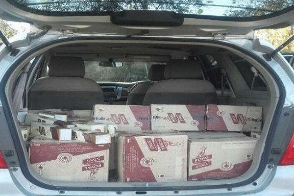 पिकअप से शराब की 102 पेटियां बरामद, गाड़ी छोड़कर भागा ड्राइवर